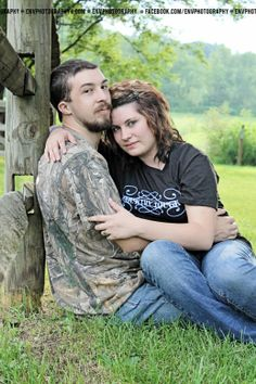 country couple photography camo and fences Country Couple Photos, Country Couples, Family Photos, Couple Senior Pictures, Couple Posing, Senior Pics, Cute Photography, Engagement Photography, Photography Couples