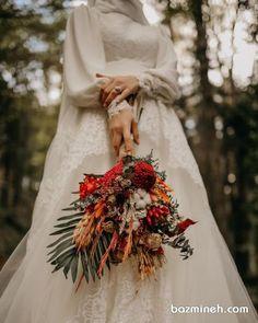 G r nt n n olas i eri i bir veya daha fazla ki i ayakta duran insanlar d n ve a k hava Couple Wedding Dress, Pre Wedding Photoshoot, Wedding Poses, Wedding Couples, Malay Wedding Dress, Muslimah Wedding Dress, Muslim Wedding Dresses, Modest Wedding, Muslim Brides