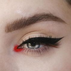 Are you looking for unique and beautiful eye makeup ideas? Then you are in the right place. We have prepared best unique eye makeup pictures for you. Edgy Makeup, Makeup Eye Looks, Grunge Makeup, Eye Makeup Art, Cute Makeup, Pretty Makeup, Eyeshadow Makeup, Hair Makeup, Bright Eye Makeup