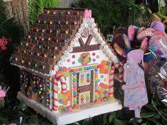 Casinha de doces João e Maria by Lucianna Chaves, via Flickr