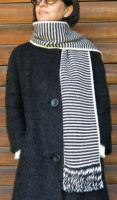 Mapuche loom, black and white scarf, south america, Chile Black And White Scarf, Black And White People, Alpaca Scarf, Alpaca Wool, White Scarves, Weaving Techniques, Slow Fashion, Black And White Photography, Hand Weaving