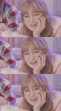Kpop Girl Groups, Kpop Girls, K Pop, Red Velvet Photoshoot, Red Velet, Velvet Wallpaper, Wendy Red Velvet, Blackpink Fashion, Velvet Cupcakes