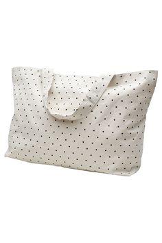 Taske i kraftig kanvas - cremefarvet med moshi moshi mind prikker… 55 x 40 x 45 cm Perfekt til weekendtaske, sport mv.  - der kan ligge en yogamåtte i den.