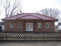 Hausbeispiel 5 - Einfamilienhaus von REGIO Massivhaus V.I.B GbR | HausXXL #Massivhaus #Bungalow #klassisch #Walmdach