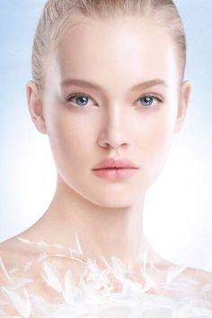 Dior Snow Spring 2015 Collection – Beauty Trends and Latest Makeup Collections Beauty Make Up, My Beauty, Bridal Makeup, Wedding Makeup, Beauty Trends, Beauty Hacks, Gold Wedding Crowns, Dior Beauty, Dior Makeup