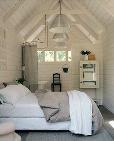 une chambre avec espace vaste