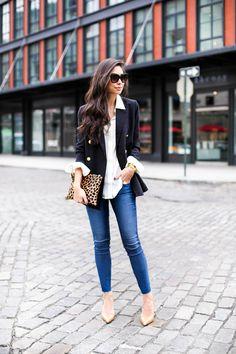 Street Style = Navy Blazer with Gold Button, Skinnies Jeans, Leopard Clutch Purse Navy Blazer Outfits, Casual Outfits, Cute Outfits, Blazer With Jeans, Ag Jeans, Fashion Moda, Look Fashion, Fashion Outfits, Womens Fashion
