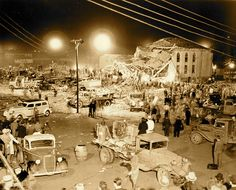 Novelist Caleb Pirtle III and his mother remember the New London school explosion of the day the world ended. Galveston Hurricane, Shock And Awe, New London, Texas History, Looking For A Job, End Of The World, Book Themes, Natural Disasters, Historical Sites