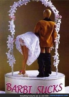Unique and Funny Wedding Cake Toppers You Never Seen Before (5 Photos) themarriedapp.com hearted <3