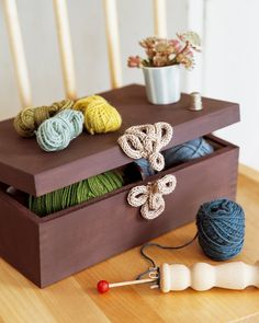 Un fermoir de boîte en tricotin