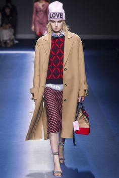 Défilé Versace prêt-à-porter femme automne-hiver 2017-2018 28