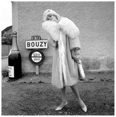 Nena von Schlebrugge in bathing suit by Jantzen, photo by Norman Parkinson for Queen Magazine, 1960