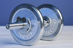 How to reduce body fat percentage: build muscle by lifting weights