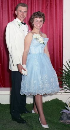 Vintage Prom, Vintage Dresses, Teen World, 50 Years Ago, Couple Pictures, Princesses, 1960s, Chelsea, Fashion Dresses