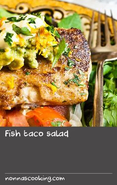 Fish taco salad | On vacation last year, we ate at a great seafood restaurant that had fish tacos on the menu. I'd never had fish tacos and they sounded great, but I wanted to avoid the tortilla, so I asked if they could convert it in to a salad. They did and I loved the result. Once we got home, I decided to re-create that salad and it's now a lunch favourite. There are endless variations to this recipe and you can customise it to fit your taste. Sea Food Salad Recipes, Fish Recipes, Seafood Recipes, Cold Lunch Recipes, Cold Lunches, Restaurant Fish, Restaurant Recipes, Seafood Salad, Fish And Seafood
