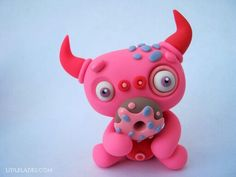 Little lazies. Polymer Clay Halloween, Cute Polymer Clay, Polymer Clay Projects, Clay Monsters, Bat Craft, Jumping Clay, Marzipan, Clay Dragon, Play Clay
