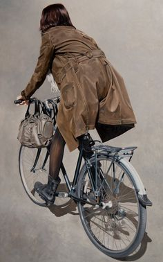 Marc Figueras - there's a great sense of contrast in this piece, a realistic work that has the style of something painted from direct observation, when it is an object in motion. I like the muted, earthy palette too.