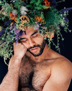 Dreaming bearded man with headdress of colorful flowers - impressive male portrait /// Portrait Photography Men, Artistic Photography, Portrait Art, Amazing Photography, Beauty Portrait, Portrait Shots, Photography Tips, Street Photography, Portrait Inspiration