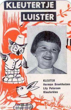 Luisteren voor de grote oude radio...zaten er nu ècht kindertjes in achter dat lapje stof???