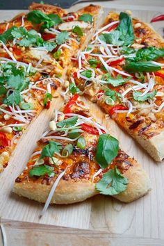 Thai Chicken Pizza with Sweet Chili Sauce- reminds me of the one from California Pizza Kitchen. Yummy!!