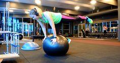 En övning som utmanar koncentration, balans och bålen.