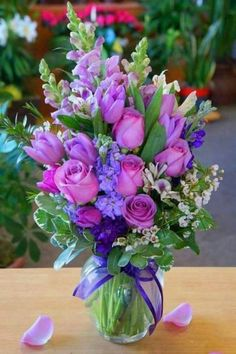 How to arrange flowers beautifully. Best Options For Floral Arrangement, It's easier than most people think to make a beautiful flower arrangement. Beautiful Flower Arrangements, Pretty Flowers, Silk Flowers, Purple Flowers, Spring Flowers, Lavender Flowers, Contemporary Flower Arrangements, Purple Colors, Elegant Flowers