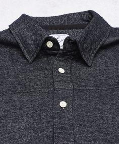 Frans skjorta från Clubs and Spades. Det här är en gråmelerad skjorta som har en klassisk krage med dold knäppning undertill. Skjortan har vita pärlemorknappar och ett rundat avslut nedtill. Sydd i en mjuk bomullskvalitet.  Klassisk krage Mjuk kvalitet Vita pärlemorknappar 100% Bomull 40° Skonsam maskintvätt