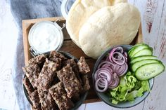 Easy homemade beef kebab in the oven. In Denmark we call it kebab, you might call it something else in your country :-D I serve it in pita bread with a yoghu. Kebab Recipes, Recipe Steps, Pitaya, Pita Bread, Kitchen Recipes, Food Videos, Carne, Tapas, Food To Make