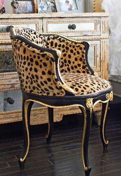 (̏◕◊◕)̋ leopard print accent chair.