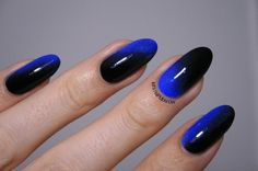 Enchanting black and midnight blue Ombre nail art. Use the shadow effect of black to highlight the midnight blue polish on your nails. It looks very elegant and sophisticated.