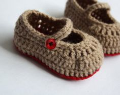 Lovely crochet baby shoes. Made from pale green mohair yarn with white flower button. Measures 9 cm. Hand wash only.