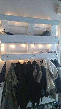 Paletten-Garderobe