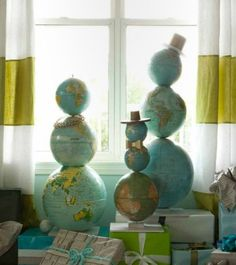 Christmas tree alternative: Globe men!