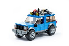Jeep Grand Cherokee from the Based on the version of Pixel Fox. Three minifigures fit comfortably with hair or headgear! The model is also very Jeep Grand Cherokee, Lego Cars, Lego Truck, Lego Tractor, Dirt Bike Girl, Jeep Wrangler Tj, Toyota 4runner, Legos, Ford Bronco