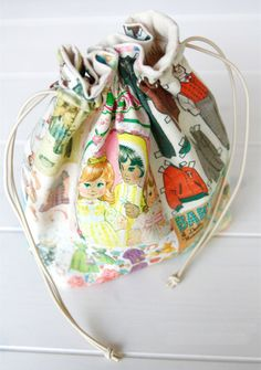 Small Lined Drawstring Fabric Gift Bag. Pattern + DIY Tutorial in Pictures.