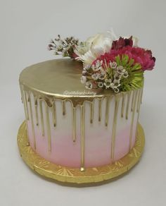 Golden drip effect cake wedding style cake, 24 servings with ombré icing, fresh flowers and hand Cake Icing, Eat Cake, Bite Size Cookies, Gold Drip, Make Up Cake, Gold Cake, Small Cake, Cake Creations, Custom Cakes