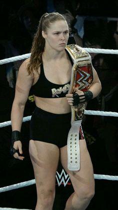Ronda a model of power 23 Wrestling Divas, Women's Wrestling, Wwe Female Wrestlers, Female Athletes, Ronda Rousey Photoshoot, Ronda Rousey Mma, Ronda Rousy, Female Mma Fighters, Lucha Libre