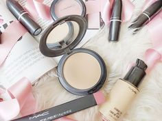 My thoughts on MAC Studio Fix Powder – Makeup Loving Me Mac Studio Fix Fluid, Mac Studio Fix Powder, Mac Powder, My Beauty, Beauty Stuff, Small Mirrors, Makeup Items, Some Girls, Acne Prone Skin