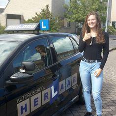 Ylona is in 1x geslaagd voor haar #praktijkexamen in #Assen en heeft haar #rijbewijs binnen. #faalangst #rijles #rijschool #herlaar