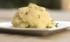 Karen's Kitchen Stories: Garlic Mashed Potatoes creamy mashed potatoes infused with a wonderfully developed garlic flavor. Buttermilk Mashed Potatoes, Creamy Garlic Mashed Potatoes, Make Ahead Mashed Potatoes, Perfect Mashed Potatoes, Mashed Potato Casserole, Side Recipes, Great Recipes, Favorite Recipes, Best Thanksgiving Recipes