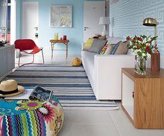 """""""Casa de praia precisa ser prática não só de limpar como de conservar. A maresia dificulta tudo"""", explica a arquiteta Andrea Murao. Além de ter optado pela pintura acrílica, mais resistente, ela escolheu tecidos adequados para o sofá e tapete"""