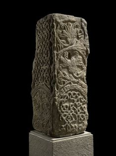 View high resolution Monumental Cross Anglo Saxon, century The British Museum. Combining Celtic knotwork and Roman leaf patterns. Anglo Saxon History, European History, British History, Germanic Tribes, Art Ancien, Early Middle Ages, Historical Art, Medieval Art, Dark Ages