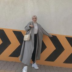 Casual Hijab Outfit, Hijab Chic, Cute Casual Outfits, Hijab Fashion, Fashion Dresses, Hijab Jeans, Moslem Fashion, Head Scarf Styles, Normcore