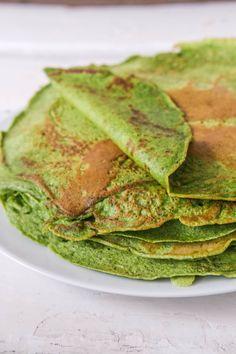 Nemme madpandekager med spinat. Pandekagerne er dejlig svampede, og kan fungere sammen med alt slags fyld. Spinatpandekagerne er også rigtig gode i madpakken. Avocado Toast, Guacamole, Vegetarian, Dishes, Breakfast, Food, Spinach, Meal, Essen