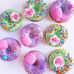 Creative and Yummy Donuts - Blush & Pine Creative - Get some donut recipe ideas with this collection of donuts for motivation. Try your hand at homemad - Fancy Donuts, Cute Donuts, Delicious Donuts, Delicious Desserts, Unicorn Food, Donut Images, Yummy Treats, Sweet Treats, Fried Donuts