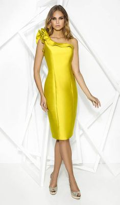 As the mother of the bride, it's essential that you look great at your daughters wedding. Our Cabotine occasion wear is the perfect clothing for any women looking for a modern design. Backless Prom Dresses, Pink Prom Dresses, Club Dresses, Long Dresses, Formal Dresses For Teens, Elegant Dresses, Formal Gowns, Occasion Wear, Special Occasion