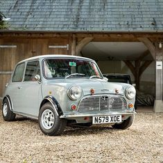 Everyone Needs To See This Absolute Stunner Tag The Owner Mini Cooper S, Mini Cooper Classic, Cooper Car, Classic Mini, Classic Cars, Retro Cars, Vintage Cars, My Dream Car, Dream Cars