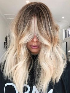 Hair Makeover: 20 Blond Haarfarbe Ideen - Hair and beauty - Bright Blonde Hair, Blonde With Dark Roots, Blonde Roots, Blonde Hair Looks, Brown Ombre Hair, Icy Blonde, Brown Blonde Hair, Platinum Blonde Hair, Going Blonde