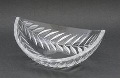 SAARA HOPEA - Art glass bowl for Nuutajärvi Notsjö 1950's, Finland. - Cut crystal.   [h. 8 cm, w. 21 cm x 17,5 cm] Glass Design, Design Art, Modern Contemporary, Decorative Bowls, Glass Art, Retro Vintage, Finland, Drawings, Silver