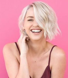 Consider blunt your new best friend. From blunt lobs to shaggy bobs, these hairstyle for thin hair run the gamut. Here are the best haircuts for thin, fine hair. Haircuts For Thin Fine Hair, Cool Haircuts, Straight Hairstyles, Chin Length Hairstyles, Fine Thin Hair, Popular Hairstyles, Textured Hair, Beauty Routines, Hair Looks